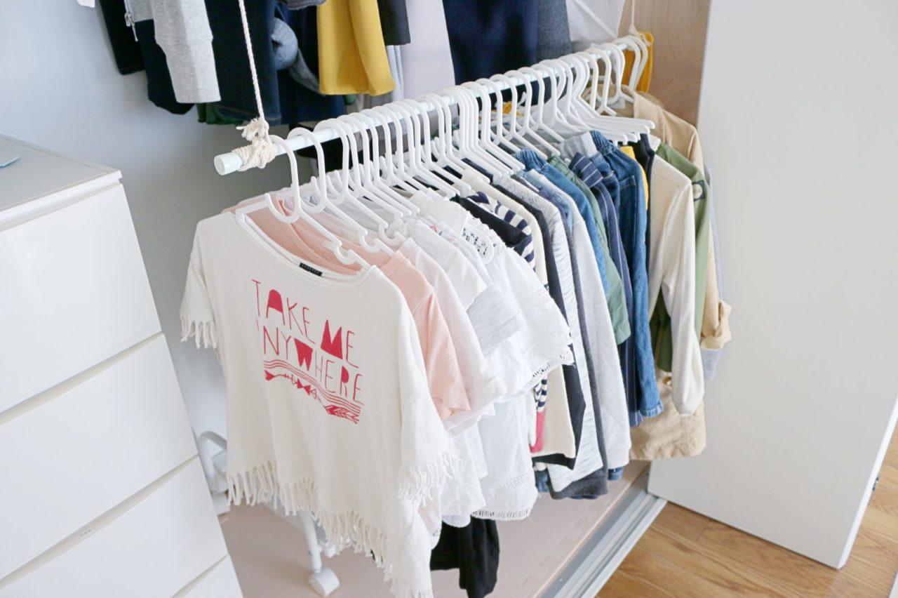 たった200円で完成!「掛ける」子ども服収納。自分で身支度できる
