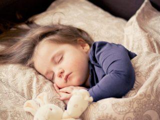 早く寝て〜!そんな時の寝かしつけ術は「明かりと香り」がポイント!