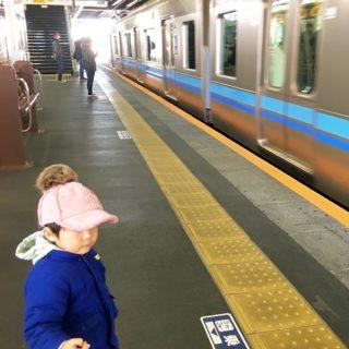 ベビーカーなしで大丈夫!?電車、バスでのお出かけ編