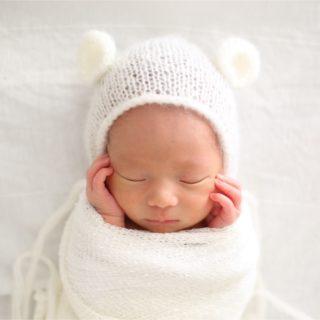 「ニューボーンフォト」を自宅で撮影!新生児ならではのポージングも