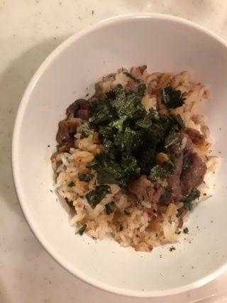 【3ステップで完成】残りご飯と余ったお漬物で、焼肉まぜご飯