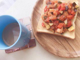 簡単朝食!ラタトゥイユはレンチンして混ぜるだけ!何でも相性抜群