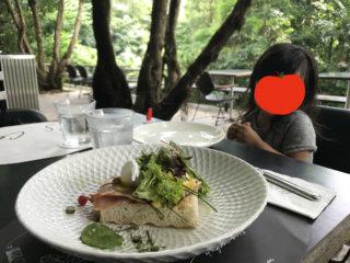 【シンガポール】野生のリスとブランチ
