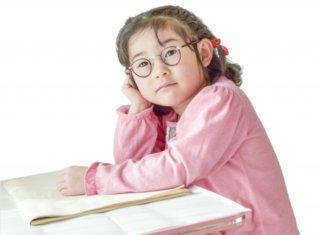 子どもの眼鏡デビューは何年生からがベストか?管理や常用はできる?