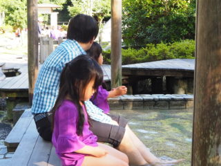 足湯で紅葉狩り♪湯河原温泉「独歩の湯」親子で癒しのひとときを