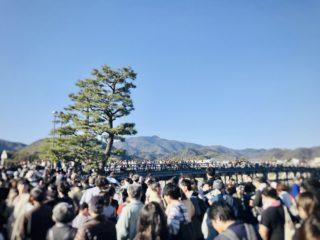 渡月橋がまるでテーマパークのアトラクション!?京都嵐山に紅葉狩りへ