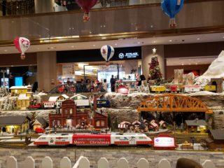 子鉄が大喜び!ヒルトンホテル大阪のクリスマス・トレイン・ジオラマ