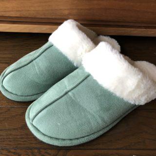 ニトリのふわふわボアスリッパ610円で、冬でも足もとあったか快適!