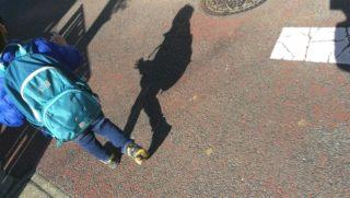 歩くのイヤ!ごねた息子がさくっと歩く声かけと、影についての絵本