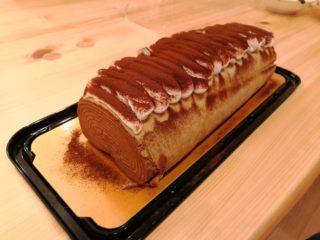 魅力的すぎ!コストコ新商品「チョコクレープロール」を実食レビュー