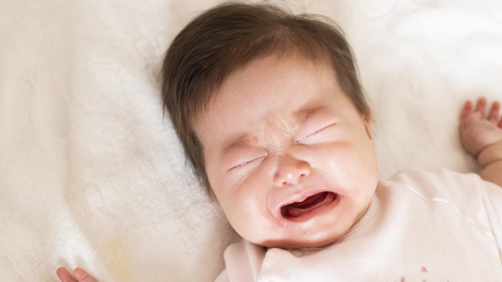 朝の4時や5時に子どもが起きる!超早起きの原因と対策   ぎゅってWeb