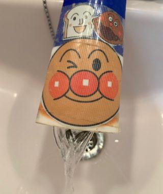 使い終わった歯磨き粉で、手洗い補助に「ウォーターガイド」を手作り