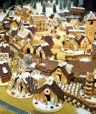 今年のバースデーケーキは、親子で「お菓子の家」づくりに挑戦!