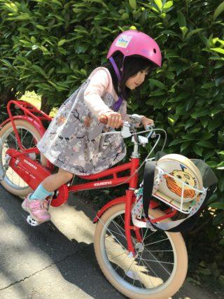 娘が5歳に。今年のお誕生日は、赤い自転車とロッタちゃんの絵本