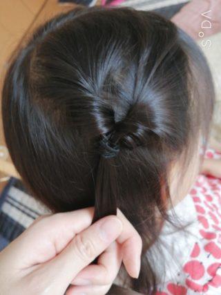 伸ばしかけの前髪が邪魔なときは…くるりんぱで解決がオススメ!