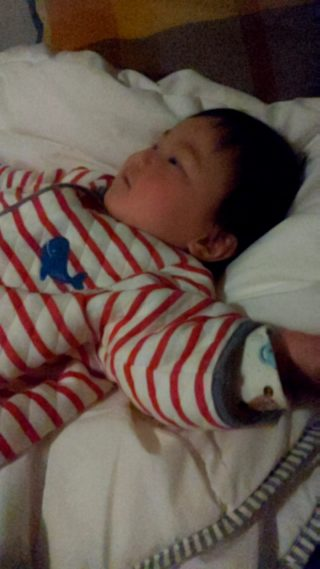 生後10カ月!ママのおっぱいで寝ないわが子はパパの〇〇で寝る