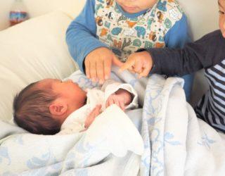 三男誕生!長男・次男それぞれの反応は?赤ちゃん返りのケア