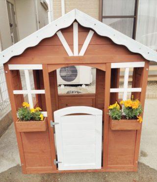 お庭にキッズハウス建てました♪100均のアイテムでキッチンも設置