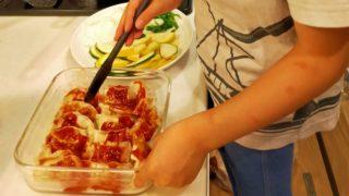 子ども一人での料理入門に。常備品で火を使わず1食作れるレシピを練習